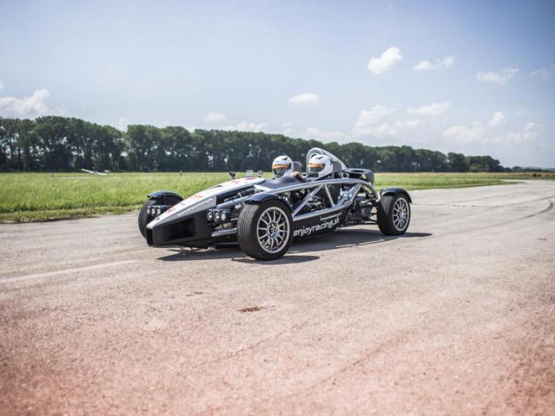 Atom Ariel vs. Formule Renault 2.0.