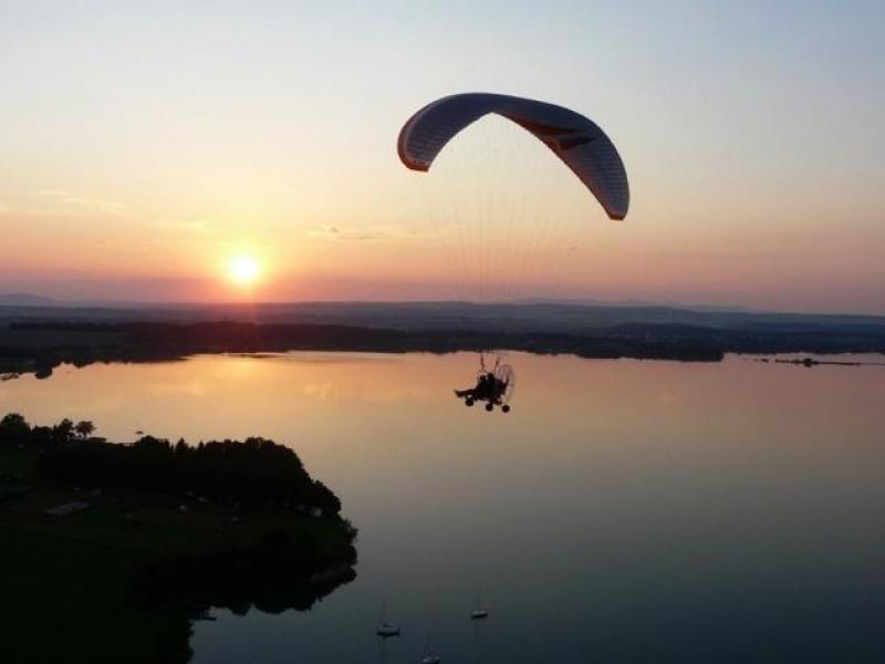 Motorový paragliding