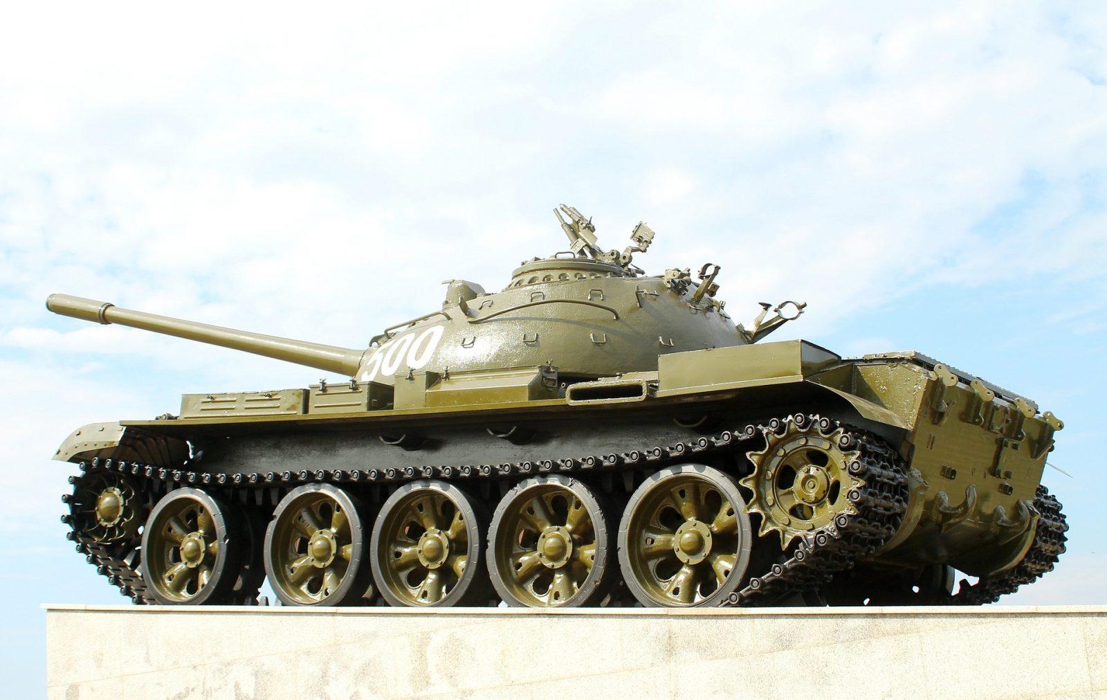 O T-55 é derivado do tanque T-54 e foi produzido de 1958 a 1979.