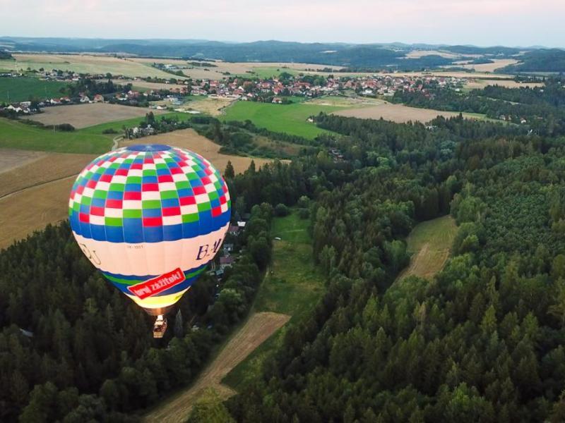 Vyhlídkové lety velkým balónem se stevardem po celé ČR
