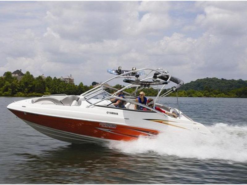 Jízda motorovým člunem Yamaha AR230